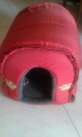Se vende una casa para gatos  o perros  pequeños