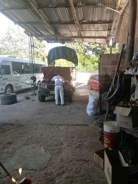 Vendo taller de mecánica o arriendo  montallantas, lavadero...