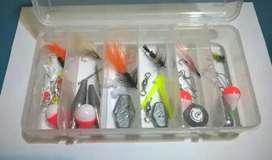 Cajita con 6 Moscas Y Accesorios Pesca