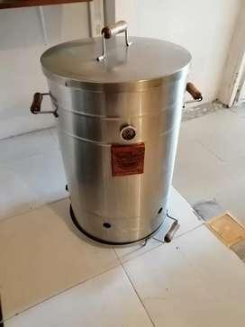 Se vende barril para asar carne al carbón con 15 ganchos se puede asar chorizos y hamburguesas al Carbo