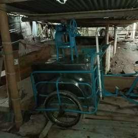 Lindo triciclo para la venta de raspado...hecho de axero inoxidable...