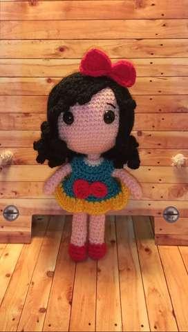 Muñeca Blanca Nieves tejida a crochet