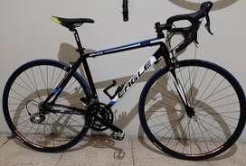 Bicicleta ruta 700 EAGLE componentes SHIMANO