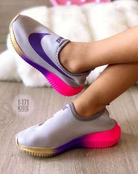 Calzado Nike Licron Niñas,del 27 Al 33.