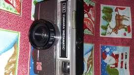 cámara antigua con su rollo