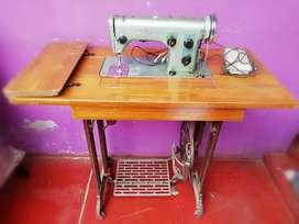 Maquina de coser husqvarna a Pedal y eléctrica (Semi-industrial)
