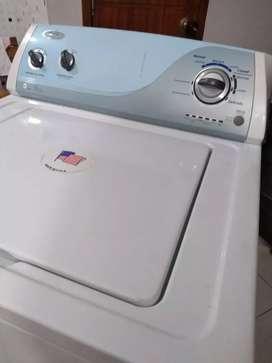 Lavadora Whirlpool 26 libras poco uso como nueva