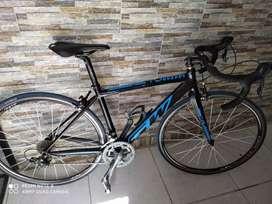 Se vende bicicleta de ruta GW