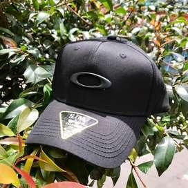 gorras negras ockley hombre
