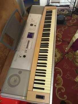 Piano yamaha dgx 630