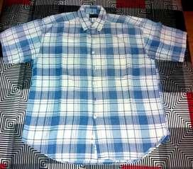 Camisa hombre,manga corta,talle Large,a cuadros azul,celeste y blanca.