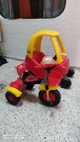 Vendo Coche Niño + Triciclo Niño(a)