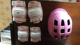 Se vende casco coderas y rodilleras para niña