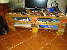 Mesa Ratona de Pallets, para tv, play, DVD, otros, con estantes