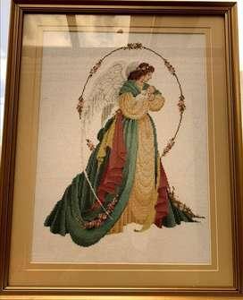Se vende un cuadro de un angel bordado a punto cruz