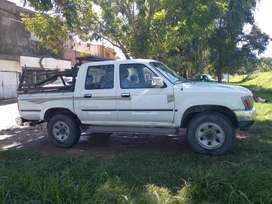 Venta camioneta TOYOTA HILUX DSR5 4X4