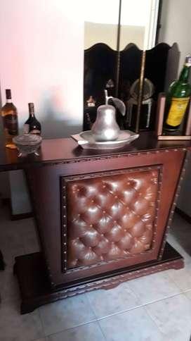 Bar antiguo en madera y cuero.