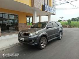 Vehículo Toyota fortuner