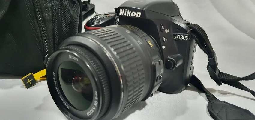 Súper cámara semiprofesional Nikon con lente 18x55 económica 0