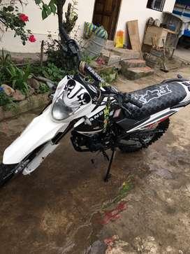 Vendo moto ranger año 2018