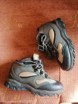 Zapatos de niño marca Gymboree talla 30 un uso