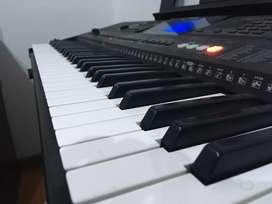 Piano yamaha en perfecto estado con menos de 1 año de uso