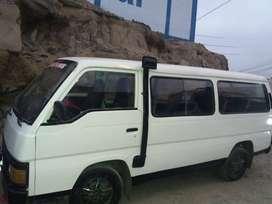 Se vende combi Nissan caravan del 87 motor del 96