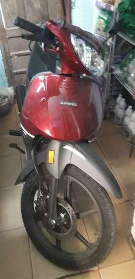 La moto está nueva casi sin uso la compre casi fin de año