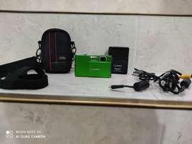Cámara Lumix Panasonic verde de 12 megapixeles