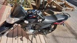 Moto Yamaha modelo 2021 con dos meses de uso