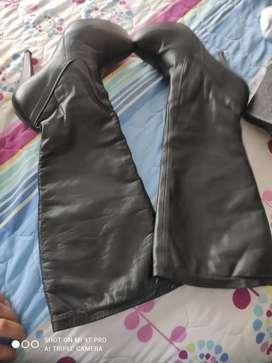 Botas largas negras de cuero 100000