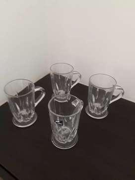 Tasaz especiales bebidas, en cristal.