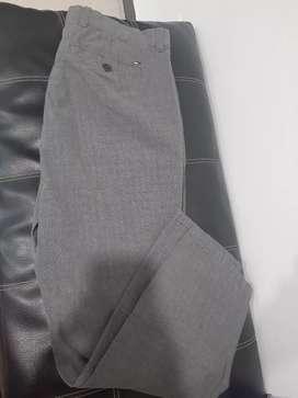 Pantalón Tommy Hilfiger talla 34-30 segunda mano  Luis Alberto Duque