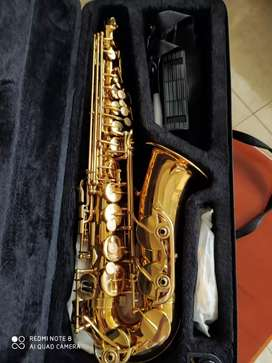 Se vende Saxofón Alto con muy poco uso