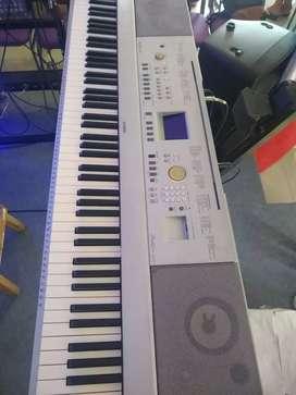Vendo o cambió Yamaha dgx 640