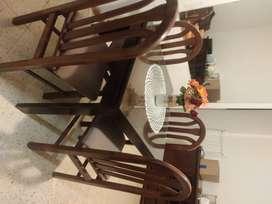 Mesa y sillas en excelente estado