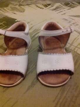 Sandalias de cuero nena