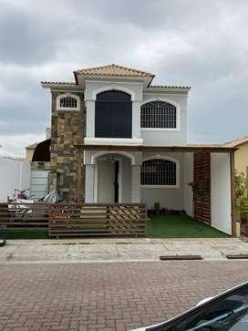 Casa de Venta en Urb.Villa Club- Daule, cerca de CC El Dorado
