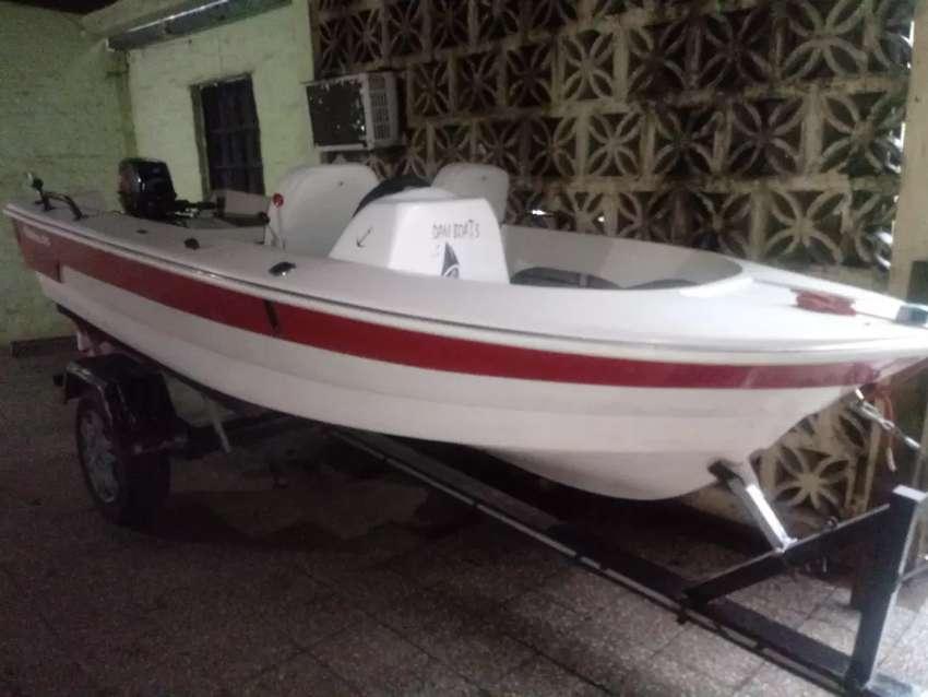 Permu-Vendo por auto lancha Fishing 390 con toatsu 18 hp 2 t. Con trailler. 0