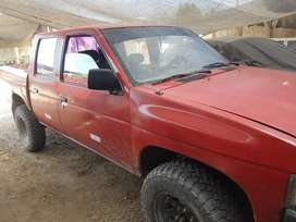 Vendo camioneta nissan 4x4 doble cabina de segunda mano