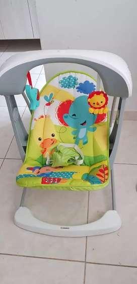 Vendo Silla mecedora para bebé tiene sonidos