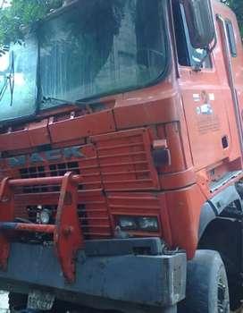 Trailer Mack motor reparado