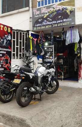 Se vende local de lujos y accesorios para motos