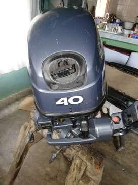 Venta de motor fuera de borda marca Yamaha de 40 Hp, con embarcacion