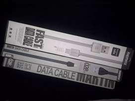 Cargadores, cables USB, memorias, etc