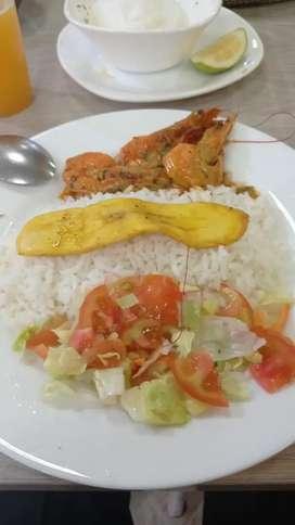 Necesito un cocinero/@ con experiencia en la preparación de almuerzos y mariscos