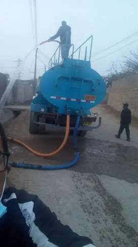 Remato Camión cisterna marca Volvo N10 caja 8 velocidades tipo cachetada