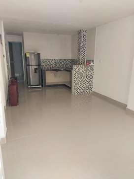 SE ARRIENDA CASA EN PRIMER PISO 2 habitaciones