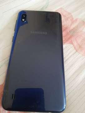 Vendo Samsung galaxy A10 en muy buen estado 2 meses de uso