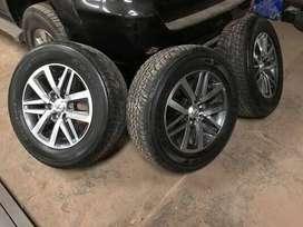 vendo ruedas armadas hilux y demas modelosm